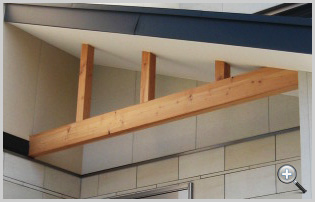 洋風住居の中に日本家屋らしい素材を要所で使用